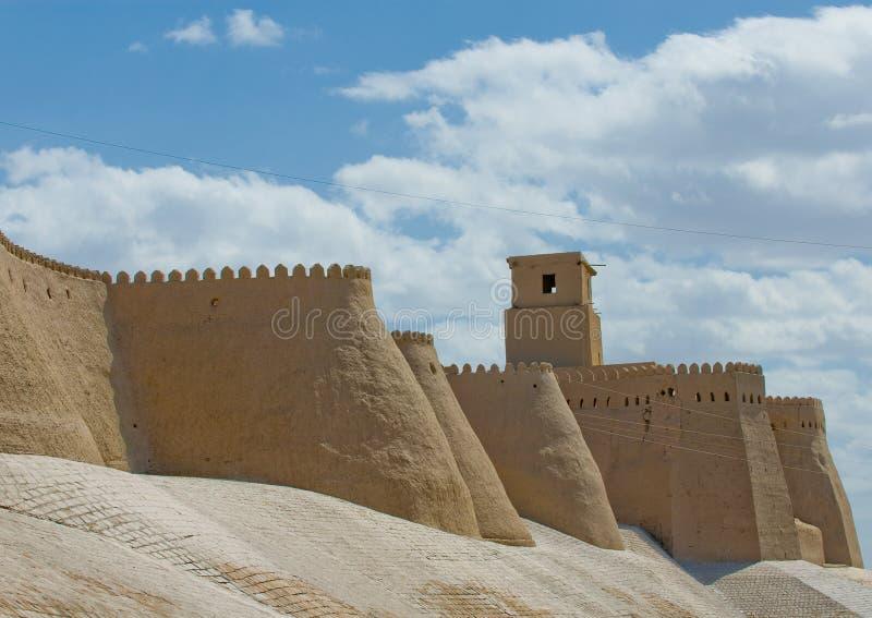 Стены стародедовского города Khiva, Узбекистан стоковое фото