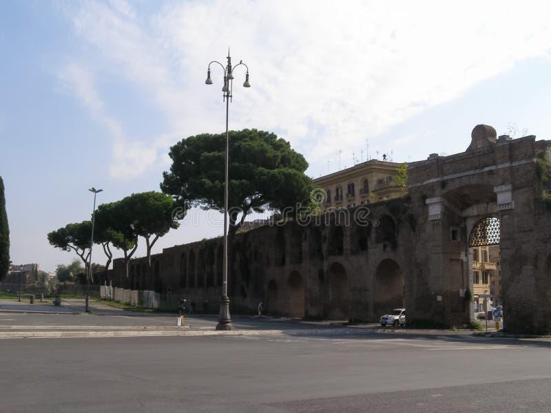 Стены Aurelian в Риме стоковые изображения