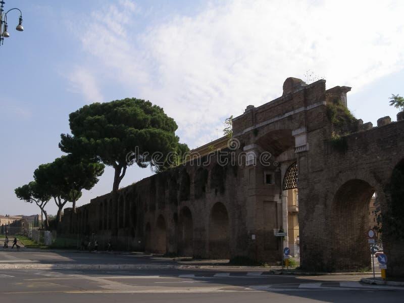 Стены Aurelian в Риме стоковые фотографии rf