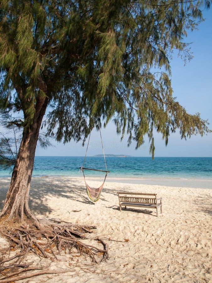 Стенд на пляже песка стоковая фотография