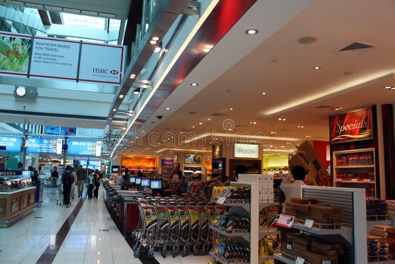 стержень Дубай 3 авиапортов безпошлинный стоковые изображения