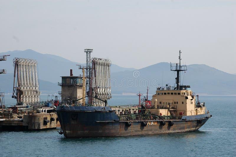 Download стержень морского порта России масла Nakhodka Редакционное Фотография - изображение: 23536892