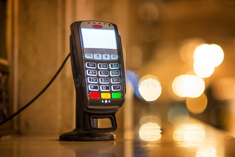 Стержень оплаты кредитной карточки на кассе на грандиозном центральном железнодорожном вокзале в Нью-Йорке стоковое изображение