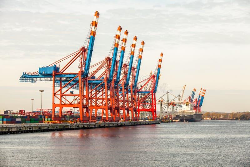 Download Стержень порта для нагружая и Offloading кораблей Стоковое Изображение - изображение насчитывающей груз, bulkiness: 37931777