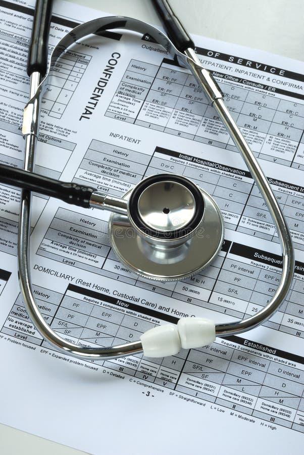 стетоскоп документа проверкы медицинский стоковые фотографии rf