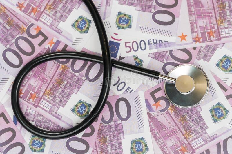 Стетоскоп на предпосылке денег евро стоковое изображение rf