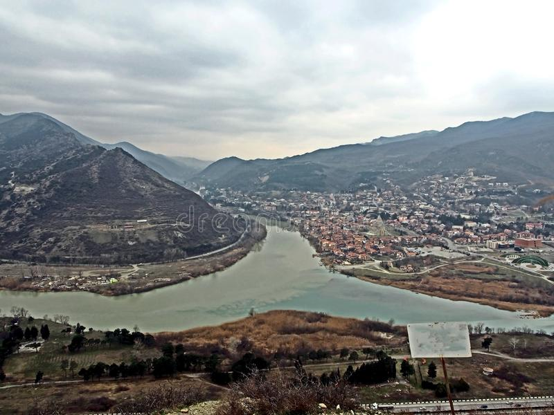 Стечение рек Mtkvari и Aragvi в Грузии, взгляде сверху стоковая фотография rf
