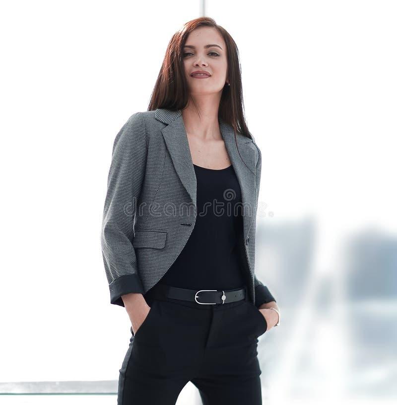 Стилизованный портрет уверенно современной женщины стоковые изображения