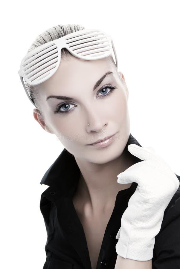 стильная женщина солнечных очков стоковое фото