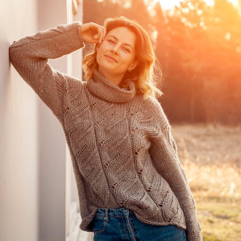 Стильная женщина хипстера стоковое фото rf