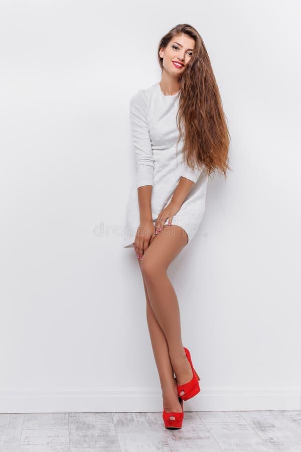 Стильная красивая девушка стоковые изображения