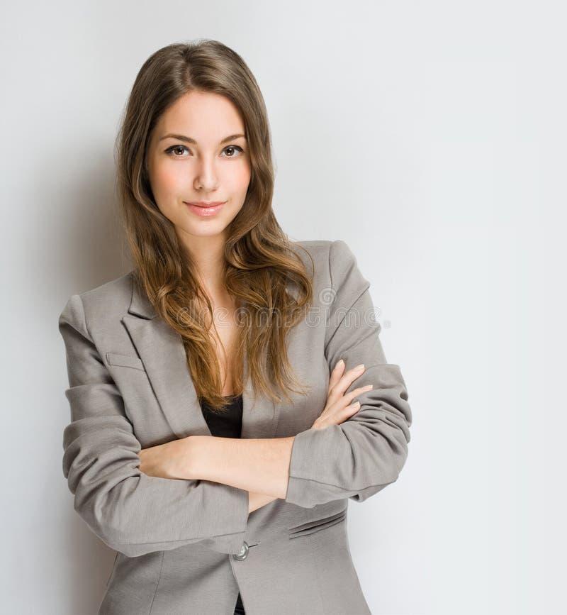 Стильная молодая женщина брюнет. стоковая фотография rf
