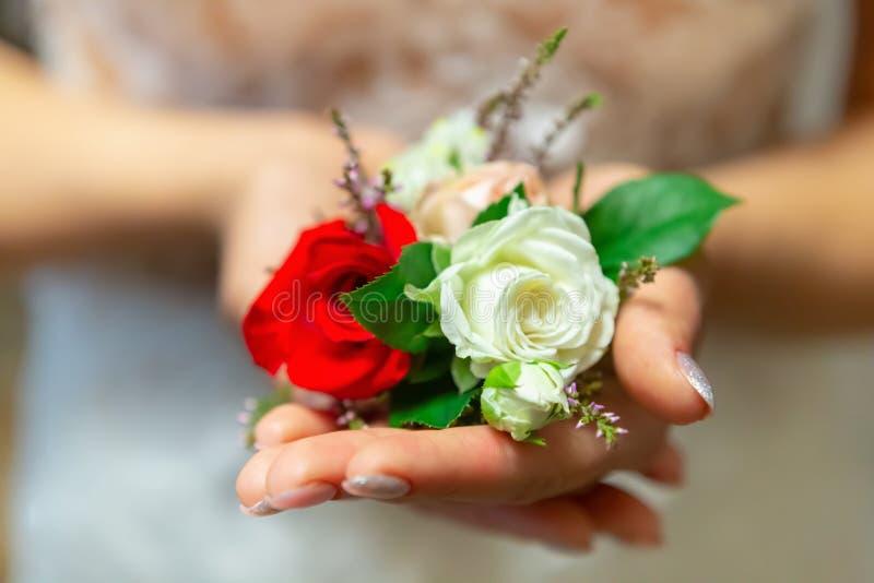 стильные атрибуты свадьбы ботинок бутана невесты стоковые изображения rf