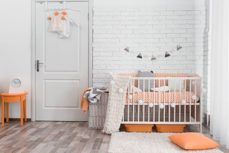 Стильный интерьер комнаты младенца стоковое изображение rf