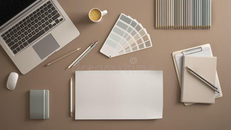Стильный минимальный стол таблицы офиса Место для работы с ноутбуком, тетрадью, карандашами, кофейной чашкой и цветовой палитрой  стоковое изображение
