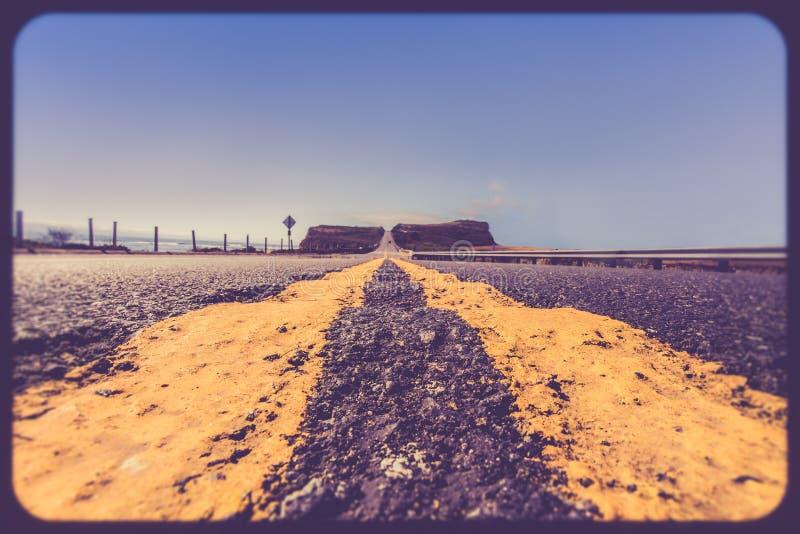 Стиль желтых линий раздела дороги ретро стоковое фото rf