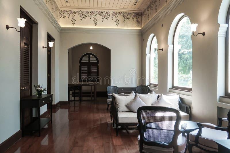 Стиль тайской традиционной антикварной мебели дизайна интерьера колониальный викторианский стоковая фотография rf