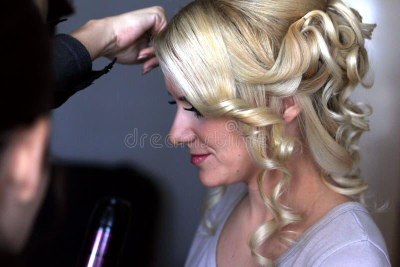 Стили причёсок подготовки для wedding стоковые изображения rf