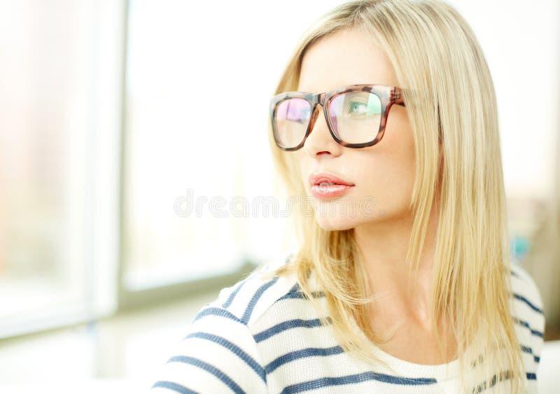 Стильная женщина стоковое фото rf