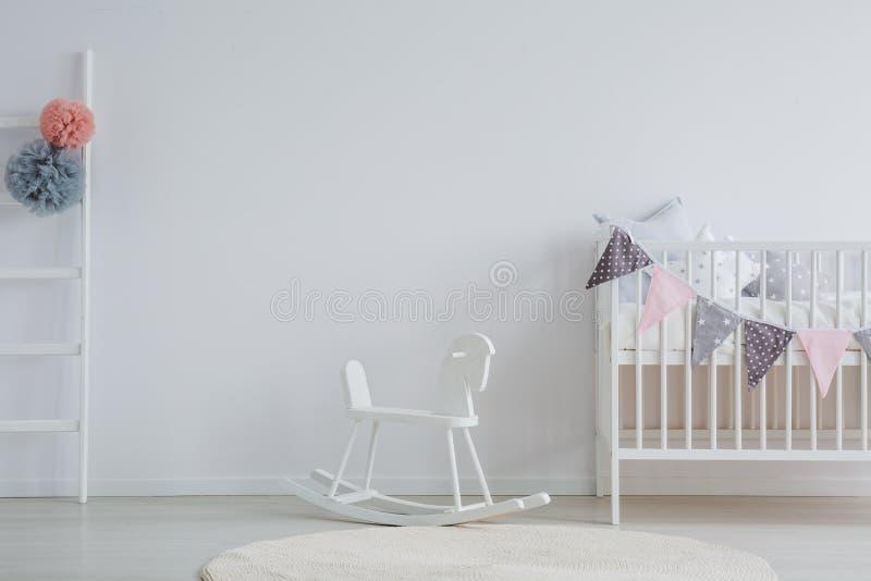 Стильная комната младенца стоковая фотография rf
