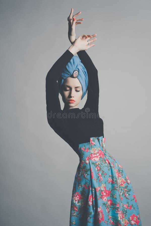 Стильная уточненная дама стоковая фотография rf