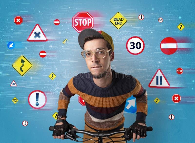 Стильный велосипедист с концепцией кода шоссе стоковые изображения rf