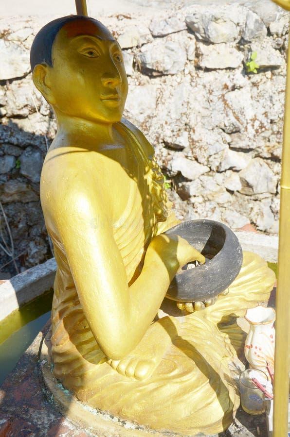 Стиль Бирмы статуи изображения голени Upagutta или Upakhut Будды на монастыре Ya животиков Tai стоковое изображение