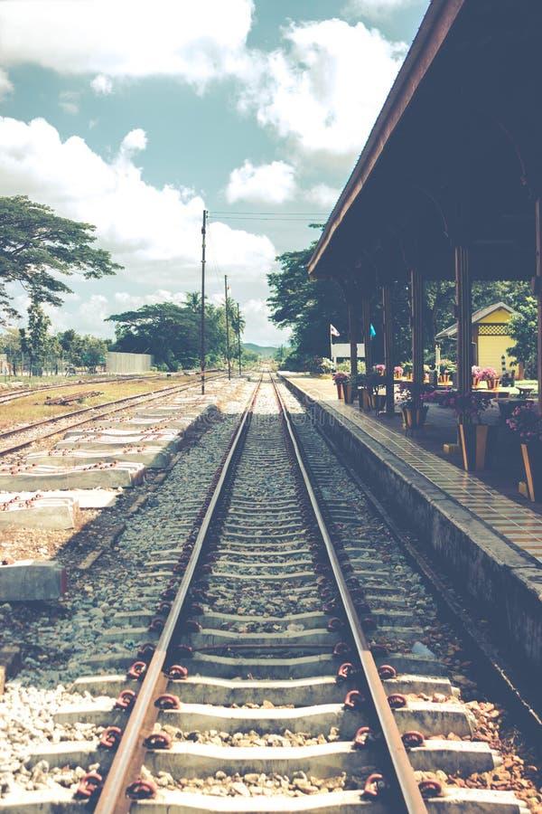 Стиль железнодорожных путей ретро стоковое фото