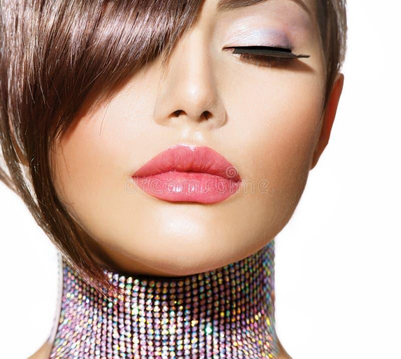 Стиль причёсок. Девушка красоты модельная стоковое изображение