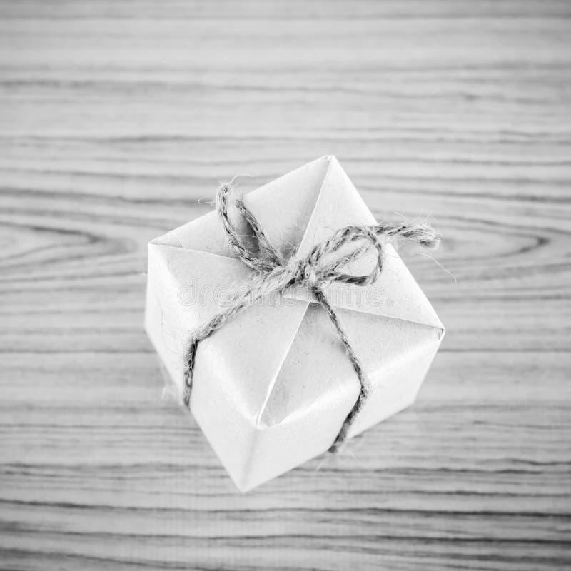 Стиль тона цвета подарочной коробки черно-белый стоковое фото rf