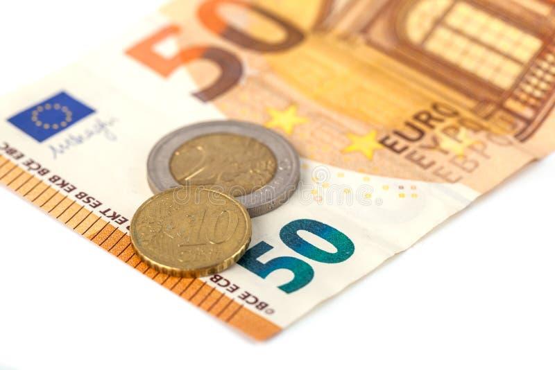 Стог банкнот и монеток евро Banknot евро 50 стоковое фото rf