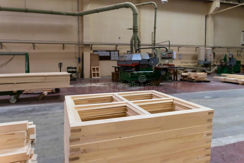 Стог бара кучи деревянного в фабрике лесного склада используемой в древесине-proce стоковая фотография