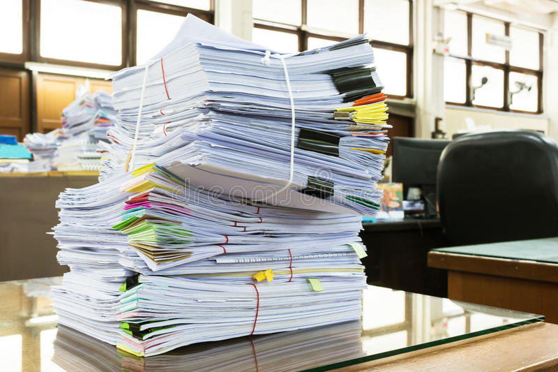 Стог бумаги бизнес-отчета стоковые фотографии rf
