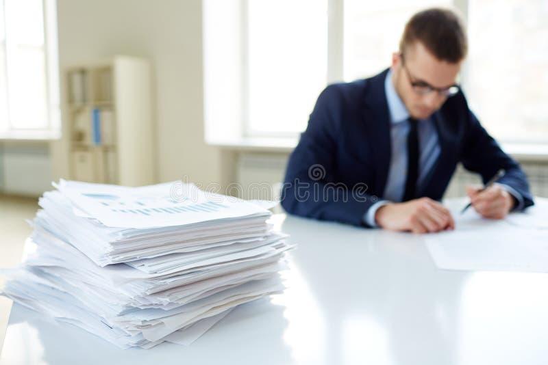 Стог бумаг стоковое изображение