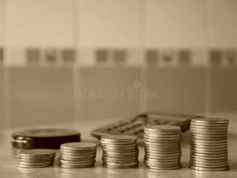 Стог денег, строк монеток для финансов стоковые фотографии rf