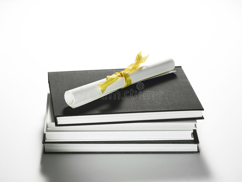 стог диплома книг стоковое фото изображение насчитывающей   стог диплома книг стоковое фото изображение насчитывающей предметы 7842806