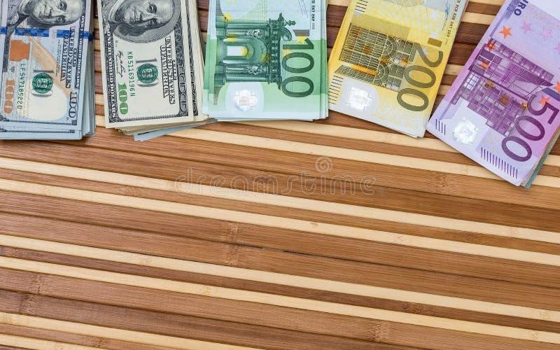 стог доллара и евро стоковые изображения