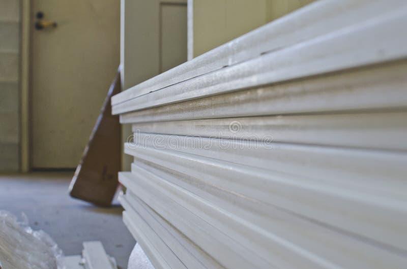 Стог древесины в заднем складском помещении стоковая фотография