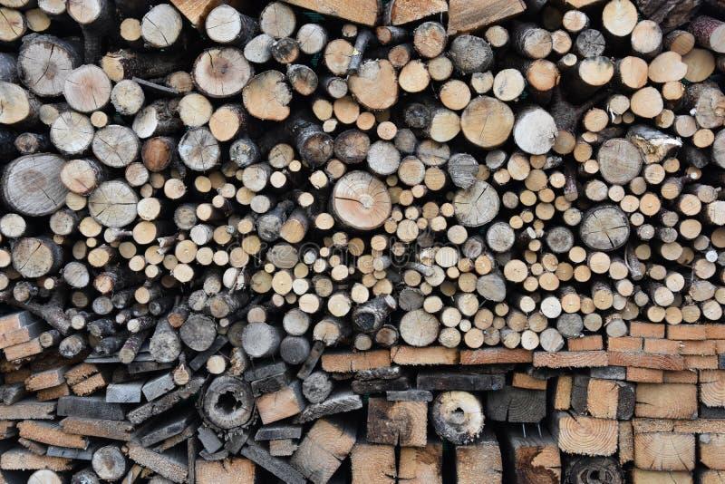Стог древесины с различным fuelwood стоковое изображение