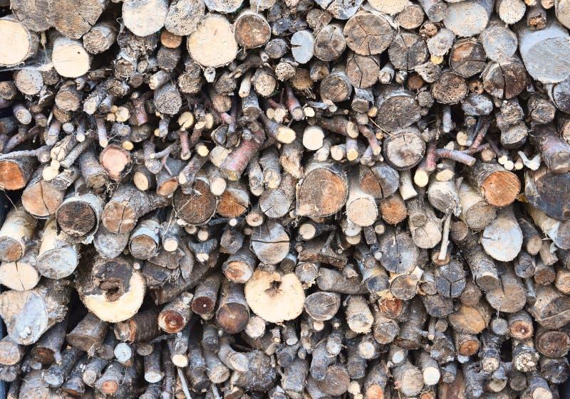 Стог древесины с различным fuelwood стоковое фото rf