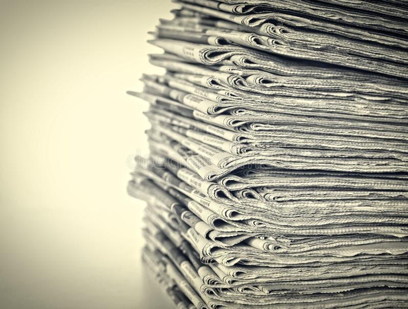 Стог ежедневных газет стоковое фото rf