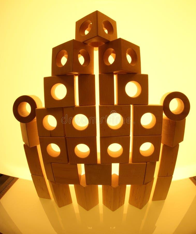 Стог деревянных кирпичей игрушки стоковые изображения
