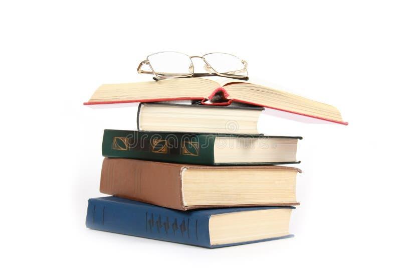стог зрелищ книг стоковая фотография