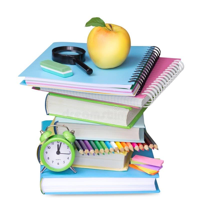 Стог книг при изолированное яблоко Поставки школьного офиса стоковые фотографии rf