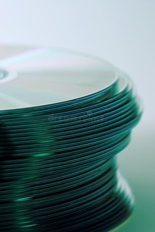Download стог компактного диска s стоковое фото. изображение насчитывающей круг - 83472