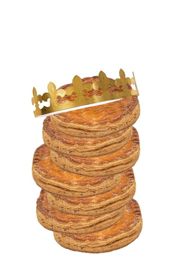 Стог крупного плана торта явления божества королей с золотой кроной против белой предпосылки стоковое фото rf