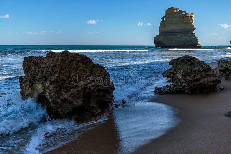 Стог на шагах Gibsons, 12 апостолов моря, гаван Campbell, Виктория, Австралия стоковая фотография rf
