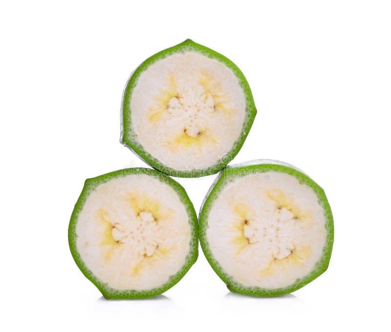 Стог отрезанного сырцового зеленого банана изолированного на белизне стоковое изображение