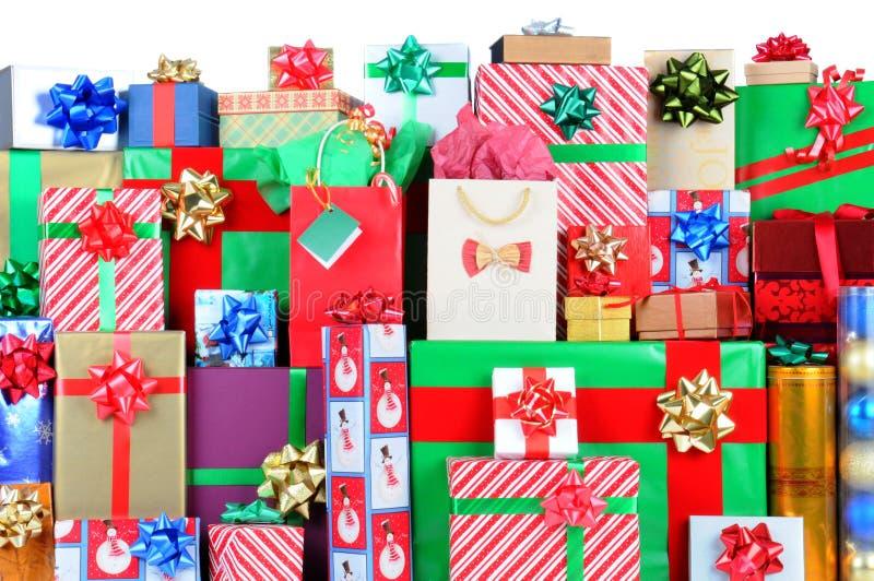 стог подарков на рождество стоковые фото