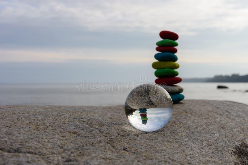 Стог покрашенных камней стоковое фото